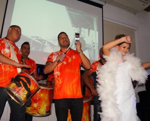 Noiva Samba ao Som do Status Samba Show