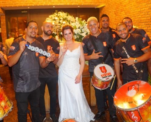 Noiva Junto com Bateria de Escola de Samba