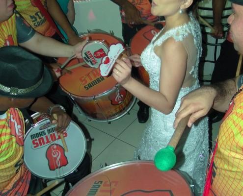 Festa Maiara - Noiva Sambando com Bateria