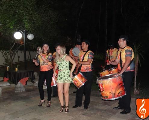 Renata mostrando todo samba no pé