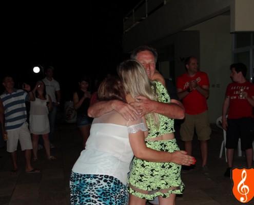 Aniversariante feliz com seus pais