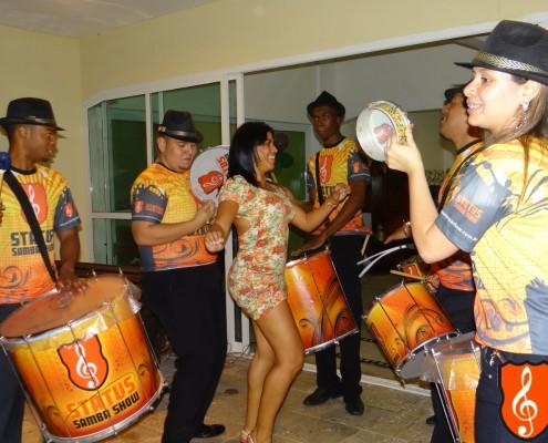 Bateria de Escola de Samba e Convidados