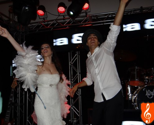 Casal canta ao vivo