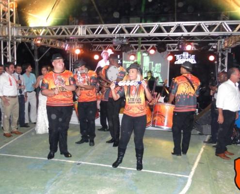 Bateria de escola de samba em cena