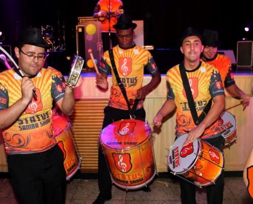 Bateria de escola de Samba em festa corporativa