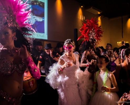 Noiva e Mulatas ao ritmo do Samba da Bateria