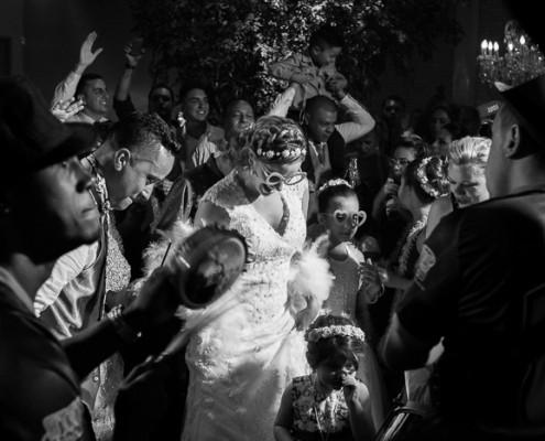 Noiva e Convidados ao Ritmo do Samba