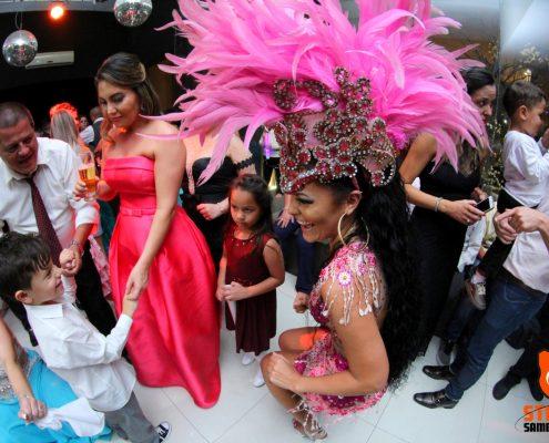Mulata Nathany e Crianças em Festa de Casamento
