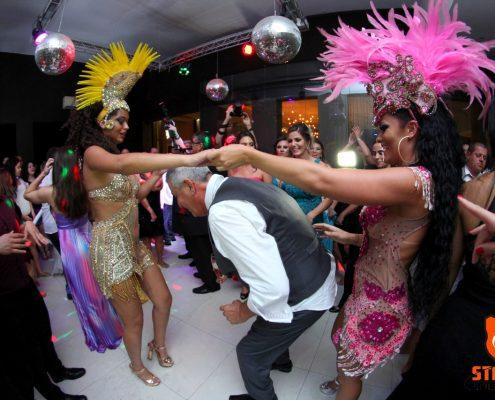 Dança da Cordinha com Nathany e Jessica Bueno em festa de casamento espaço tenor